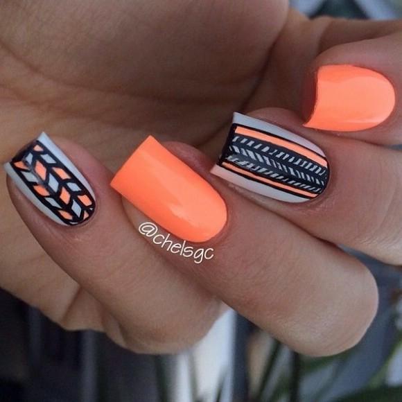 Дизайны темных ногтей
