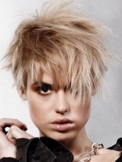 Прически в стиле глэм-панк для коротких волос