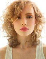 Прически, которых следует избегать при выпадении волос