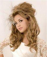 Высокая прическа «мальвинка» для вьющихся волос