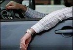 Курение за рулем опаснее в 20 раз, чем в баре
