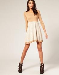 Трикотажные платья – модно и практично