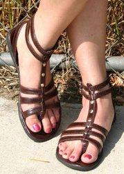 Выбираем женские сандалии под любой стиль