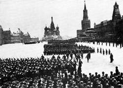 7 ноября — День проведения военного парада на Красной площади в 1941 году
