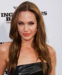 Длинная густая прическа: Анджелина Джоли