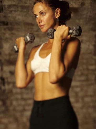 Нужно ли применять спортивное питание девушкам?