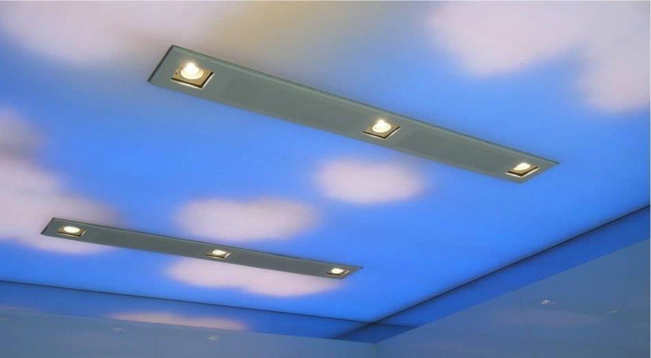 Натяжные потолки как декоративный элемент