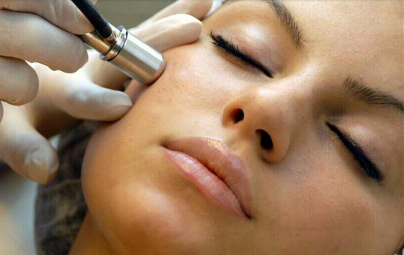 Аппаратная косметология против мимических морщин на лице